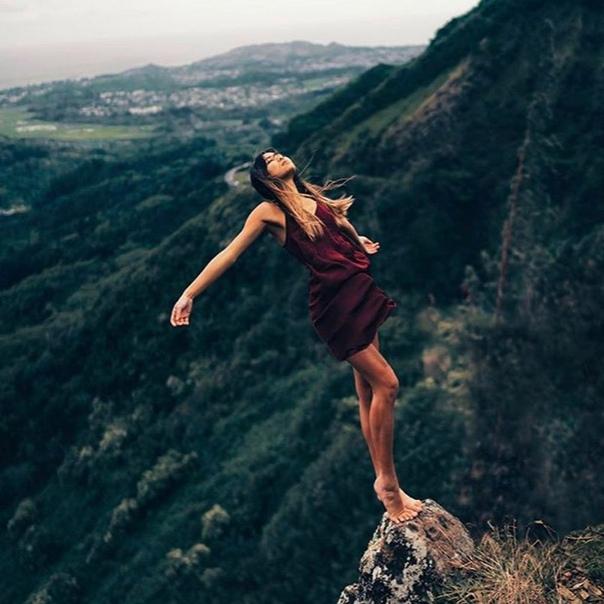 Опираться на себя - это значит верить себе. Доверять своим чувствам, ощущениям, мыслям, желаниям, потребностям. Это значит верить себе в этом и этому в себе настолько, чтобы именно на этой основе жить! Ощущать холод - беречь себя и согреваться. Ощущать го