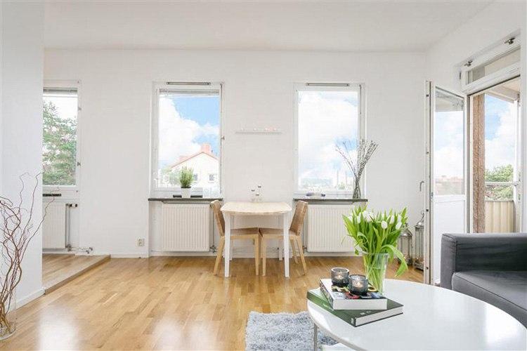 Интерьер студии 37 м в Швеции с альковом.