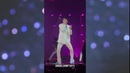 Jimin agarra a una ARMY BTS WORLD TOUR LOVE YOURSELF Staples Center | sexy,cute, moments