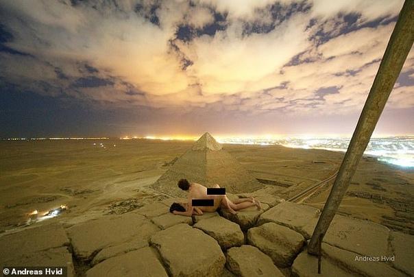 Секс на вершине пирамиды Хеопса: в Египте негодуют (фото, видео) В Египте возмущены снимком датского фотографа, на котором он якобы занимается сексом с обнаженной женщиной на вершине пирамиды