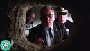 Директор тюрьмы находит в камере Энди Дюфрейна дыру в стене. Побег из Шоушенка (1994) год.