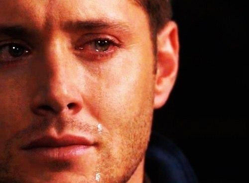 плачущий человек фото