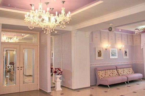 Sufit napinany w salonie lubnym for Sufit podwieszany w salonie