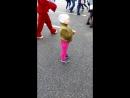 Саша танцует