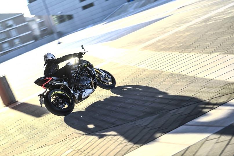 Большой фотосет MV Agusta Brutale 1000 RR