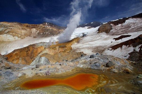 Кратер Мутновского вулкана, Камчатка. Автор фото: Егор Никифоров.