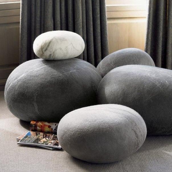 Подушки камни