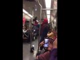 Человек-паук танцует в метро ??