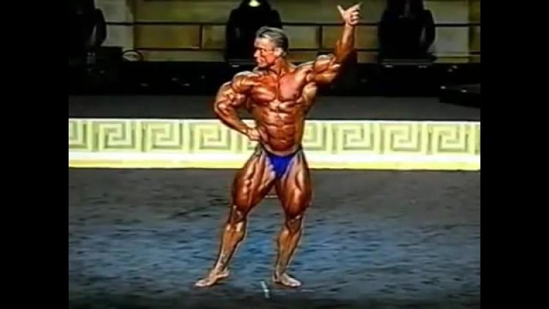 Позирование Ли Приста на Mr. Olympia 1999