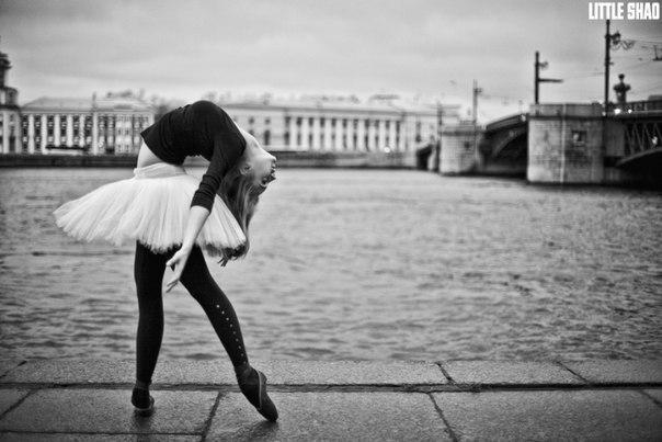 Девочка красиво танцует на пуантах Ave Maria - YouTube