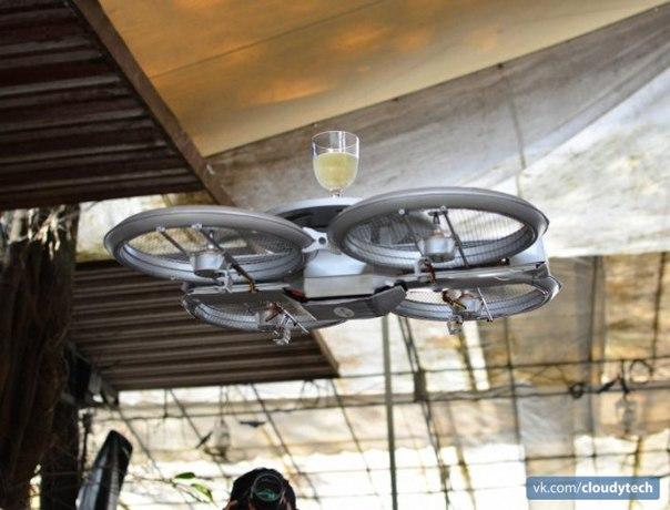 Сеть ресторанов в Сингапуре стала использовать дронов в качестве летающих подносов