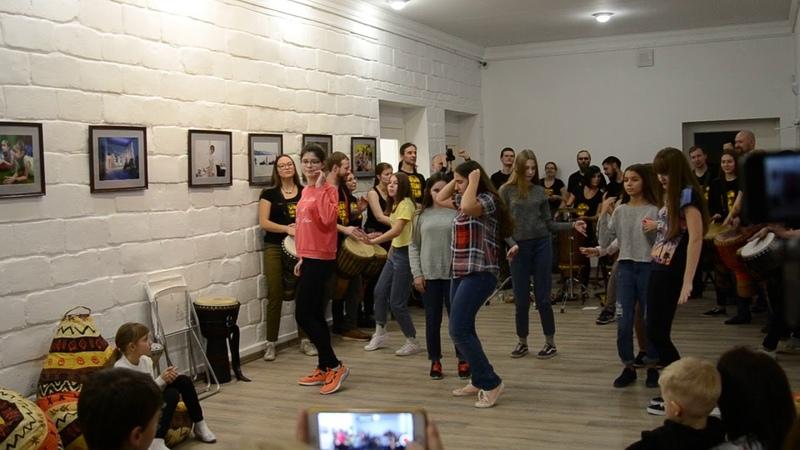 Выступление участниц объединения восточного танца Беллиданс и DrumTamTam