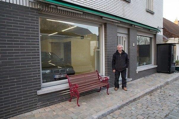 Власти бельгийского города Зегельсем запретили одному из жителей устанавливать гаражную дверь... Ну и пожалуйста:)