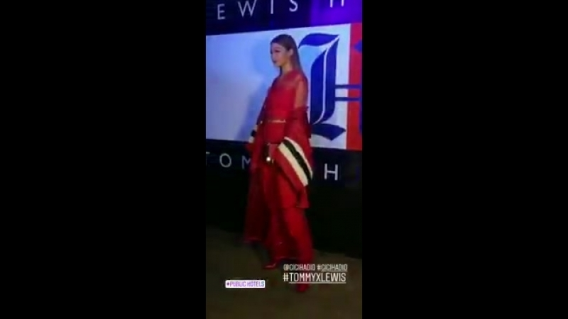 Video di Gigi all'evento TOMMYXLEWIS a New York 10 09 1