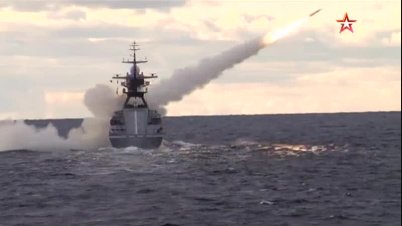 «Торпедная дуэль» кораблей Балтфлота под Калининградом: эффектные кадры
