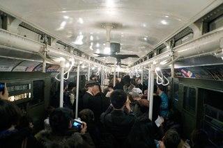 ...компания Metropolitan Transportation Authority запустила в Нью-Йорке поезд метро образца 1930—1970 годов.