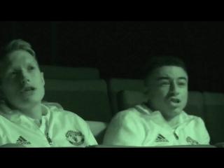 Игроки Юнайтед за просмотром фильма «Чужой: Завет»