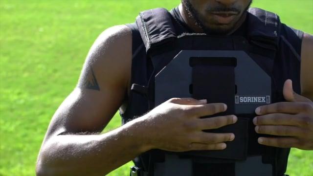 Демонстрация тренировочного жилета с весом - Weight Training Vest, LBT-WTV, в ходе беговых тренировок.