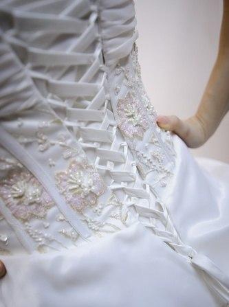 Свадебные платья завязывать