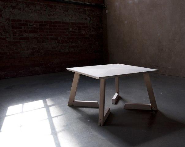 Штука: Минималистичный стол-трансформер