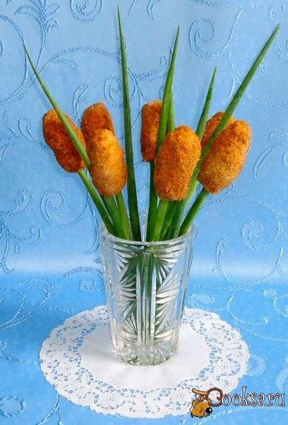 Закуска из курицы с сыром и зеленью, оформленная в виде камышей.