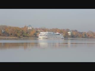 Туристический сезон продолжается, сегодня утром на Волге в Ярославле