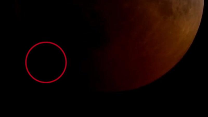 Падение метеорита на кровавую Супер Луну