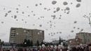 Бердчане запустили белые шары в память о жертвах Беслана