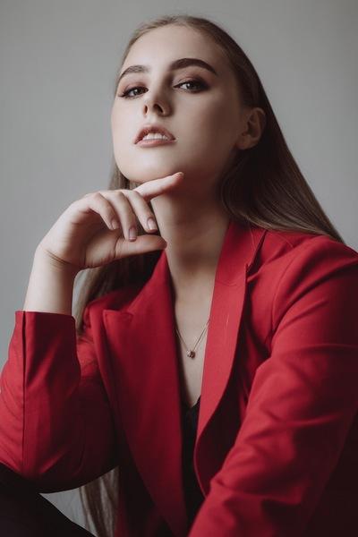 Алина Попик