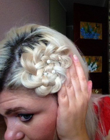 Как сделать цветки из волос на голове