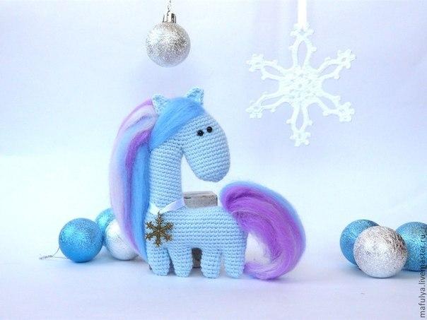 Веселая лошадка – Снежинка