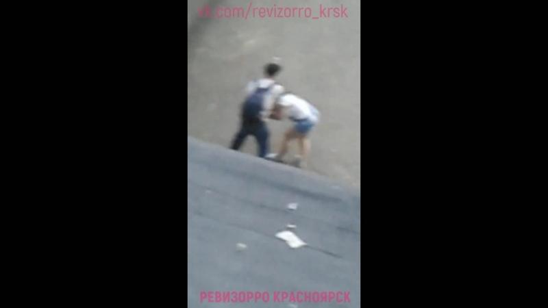 Мужчина напал на женщину