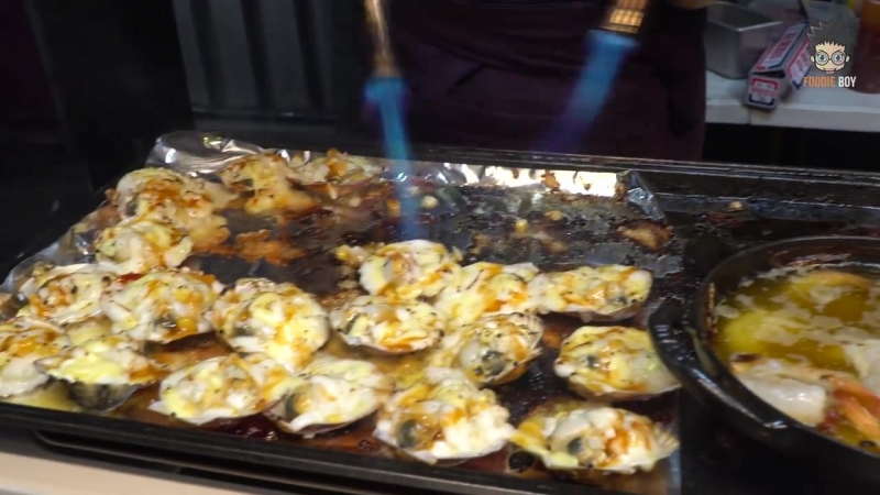 Grilled Scallop and Shrimp with Cheese Korean Street Food Seomun Night Marke