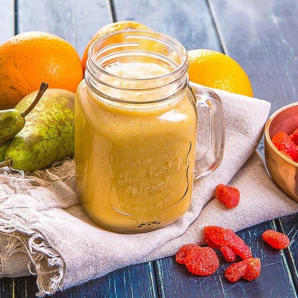 горячий пряно-апельсиновый смузи ингредиенты на 2 порциигруша 1 штапельсин 1 штклубника вяленая 30 гкуркума молотая 1 горех мускатный 0,2 гкорица молотая 0,5 ггорячий миндальный напиток 250