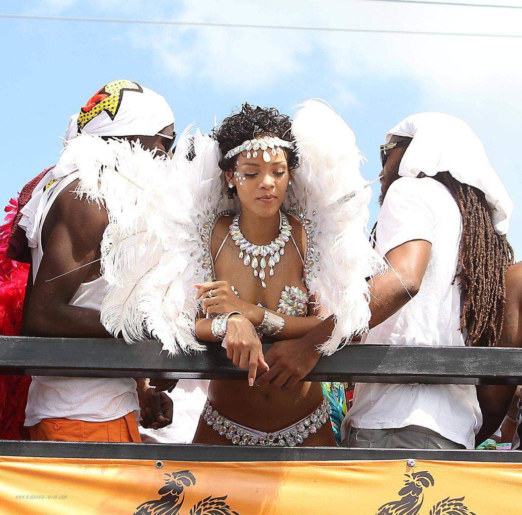 Три мулатки на карнавале 18 фотография