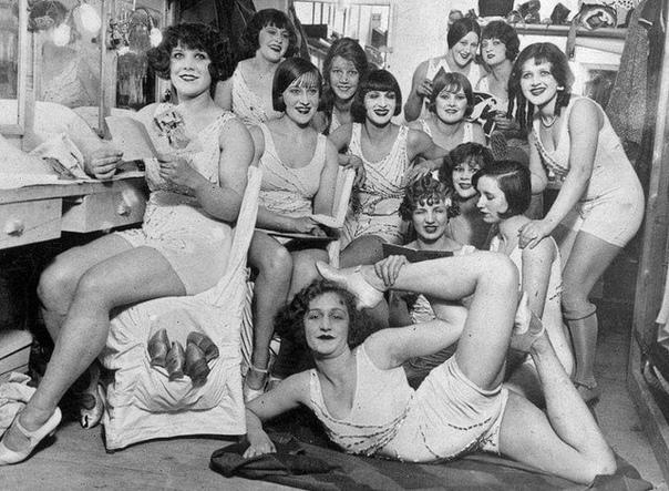 Парижская гримёрка. Танцовщицы Мулен Руж. 1924 г.