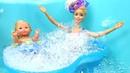 Video e giochi con le bambole. Una giornata con Barbie. Giocattoli per bambini