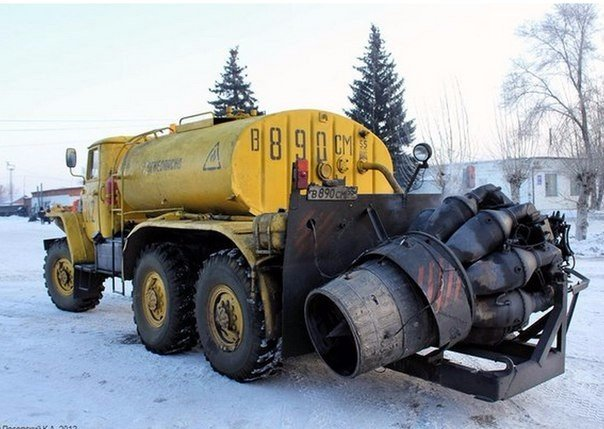 Аэродромный Урал с реактивным двигателем