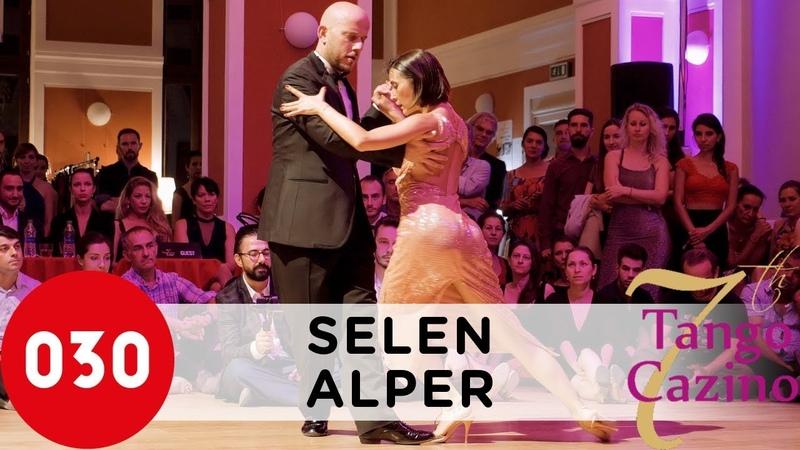 Selen Sürek and Alper Ergökmen – Pocas palabras