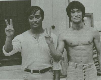 Дэн Иносанто(слева) и Брюс Ли (справа)