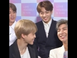 PLEASE LOOK AT JUNGKOOK LOOKING AT JIMIN MY UWUS