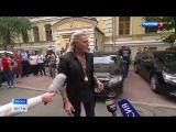 Никита Джигурда устроил у Мосизбиркома шоу с волынщиками и подписями (2018)