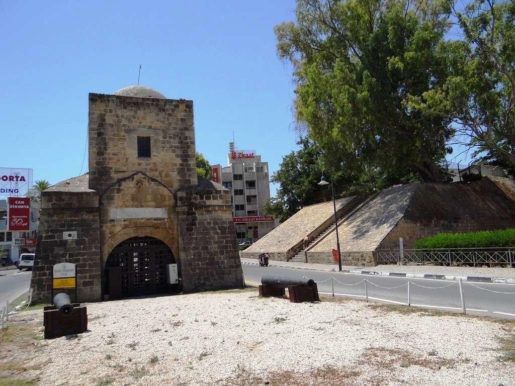 ZQAoVNOWgRM Никосия (Лефкосия) столица Кипра.