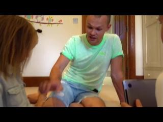 Макс РАЗБИЛ ПЛАНШЕТ iPad! Катя ВСЕ ИСПОРТИЛА! Kids bought a new MacBook Pro 2018