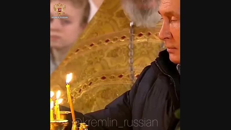 Глава государства присоединился к прихожанам в Спасо-Преображенском соборе.
