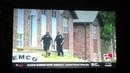 Os policiais que estavam procurando por um cara de capuz vermelho