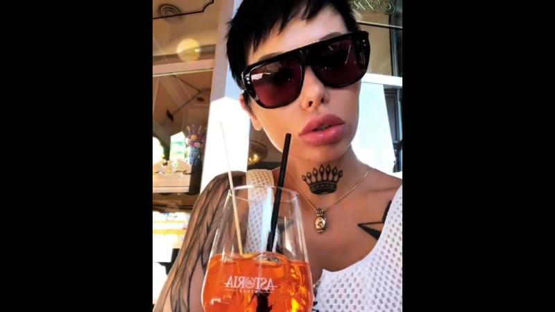 Анна Черняховскя отстригла волосы (июль 2018)