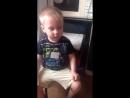Мальчик просит маму спеть песню Пропала собака