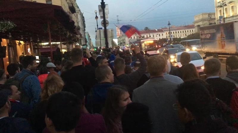 Санкт-Петербург поем вместе. Спасибо, Россия !!