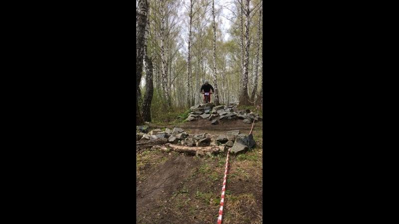 Илья по мокрым камням